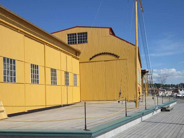 Plåtskjulen på Djurgårdsvarvet efter renovering 2014